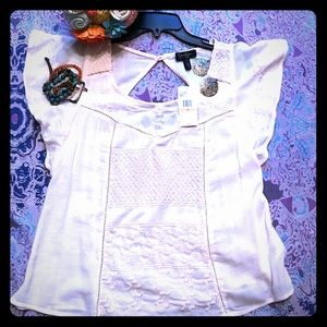 NWT. Short sleeved top with gorgeous embroidery.
